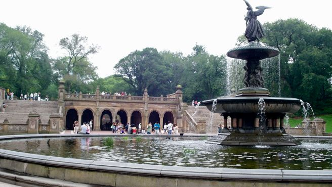 Angel_of_the_Waters_Fountain_and_Bethesda_Terrace,_Central_Park,_NYC
